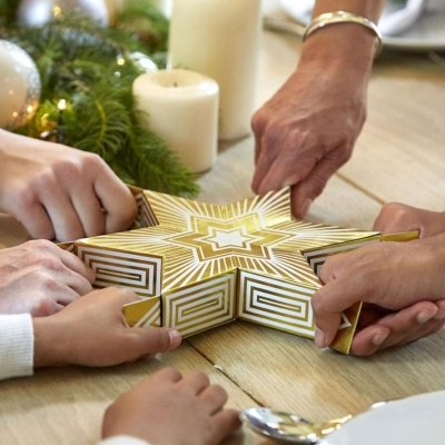 6 Person Sharing Christmas Cracker