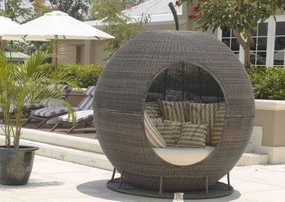 apple shaped garden bed