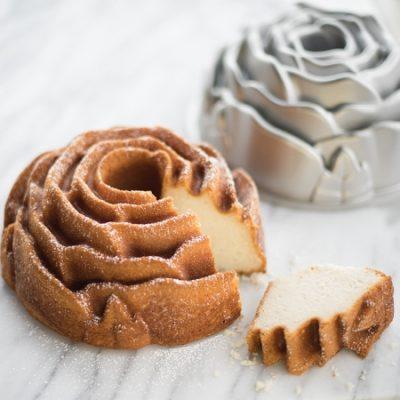 Rose-Shaped Cake Tin